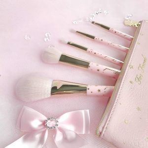 Too Faced Christmas Dreams Brush set